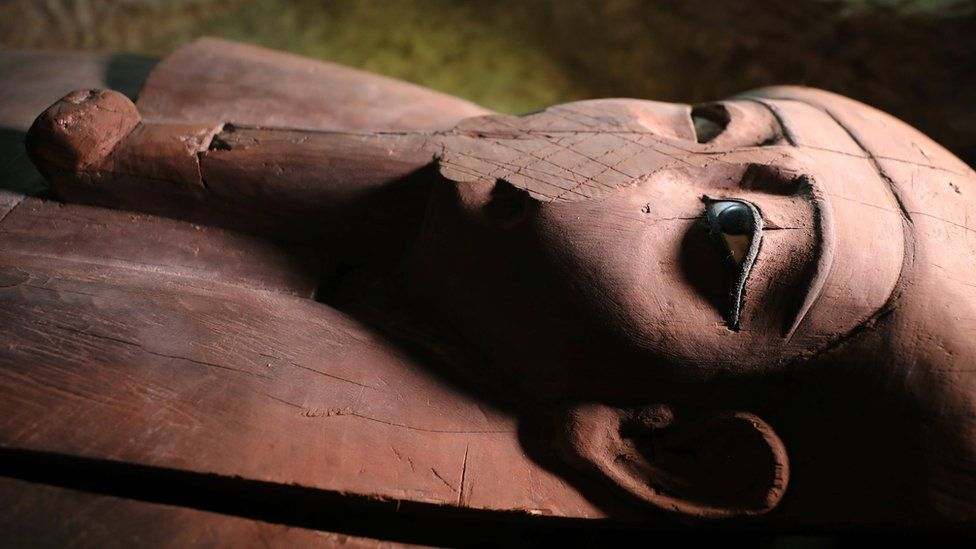 Arqueólogos descobrem necrópole de dois mil anos no Egito