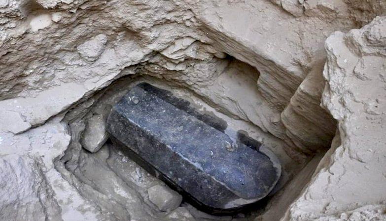 Os cientistas já sabem (quase) tudo sobre as múmias do sarcófago negro do Egito